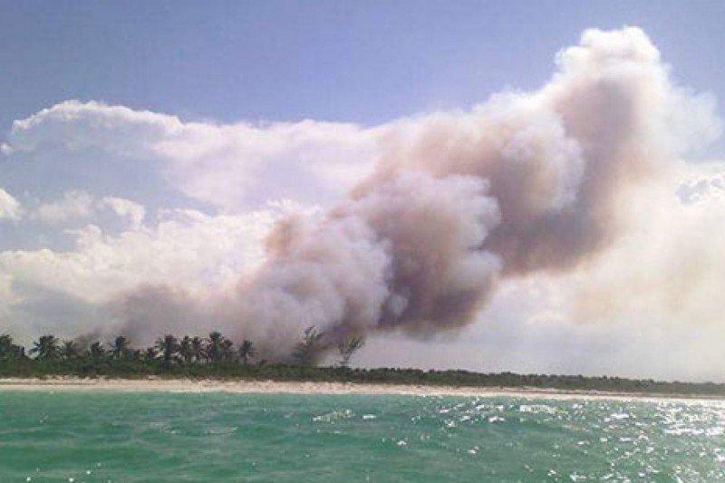 Sospechan que incendio en isla del Caribe mexicano de Holbox fue intencional