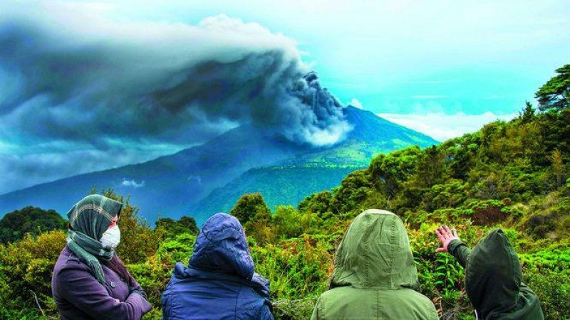 Volcán Turrialba, en Costa Rica, afecta al Valle Central. Foto: Francisco Velásquez Gago.