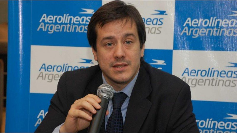 Piden investigar a Recalde por acuerdos entre Aerolíneas Argentinas y SOL