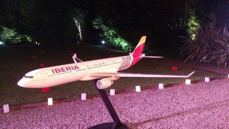 Réplica en escala del avión Buenos Aires, bautizado en el marco de los 70 años de Iberia en América Latina.