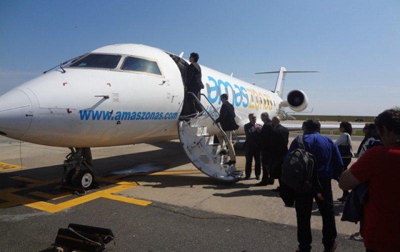 Agentes de viaje, periodistas y autoridades viajaron desde Montevideo en el vuelo de bautismo: las operaciones regulares comienzan en una semana.