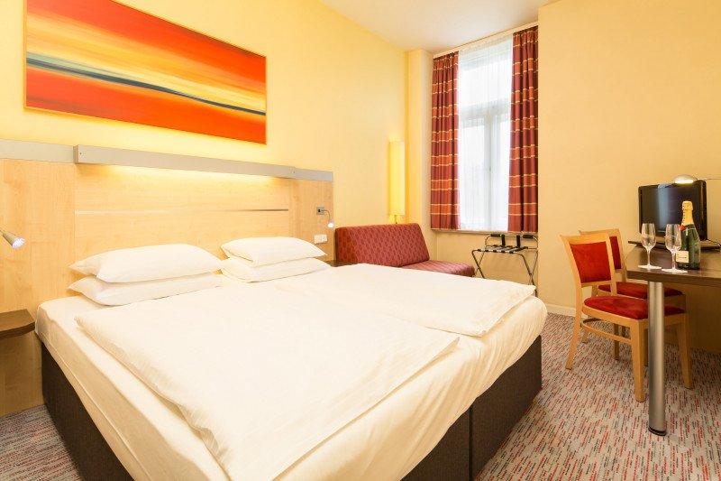 Hotusa suma su tercer hotel en Praga