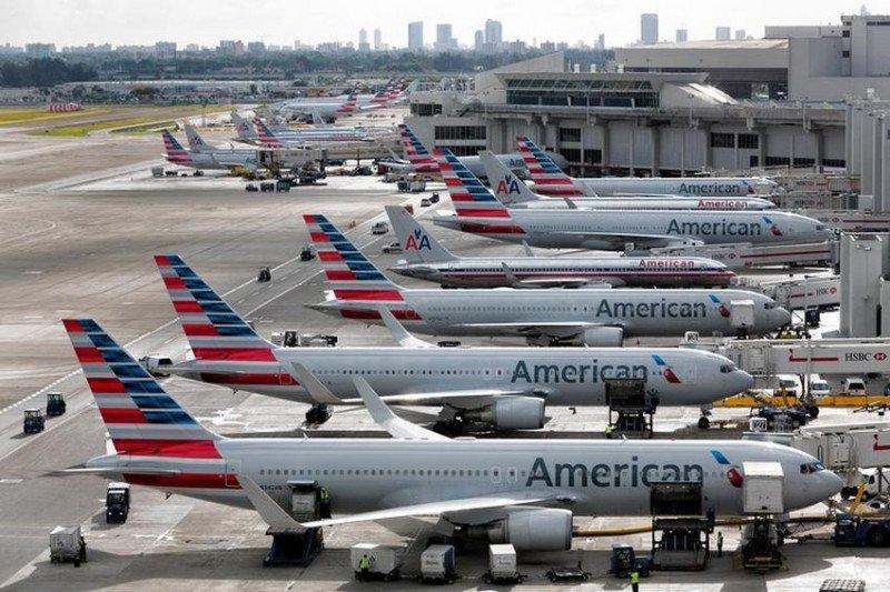 Los aviones de American permanecían varados en el Aeropuerto de Miami.
