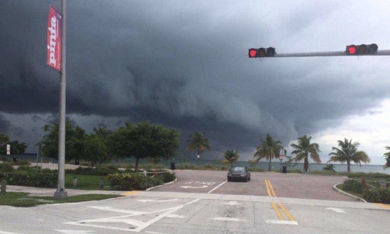 El huracán Mtthew entra a los EEUU por Palm Beach en el sureste del estado de Florida.