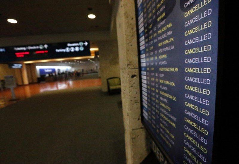 El Aeropuerto de Orlando cerrado y Miami retoma operaciones gradualmente.