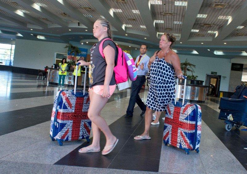 Los británicos seguirán viajando en 2017. Foto Mirror.
