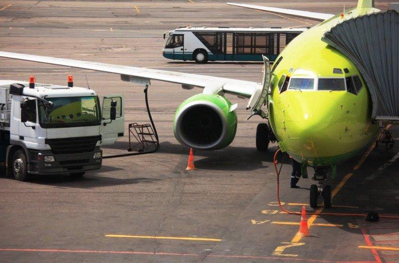 Convocan paros en el abastacimiento de combustible de aviación