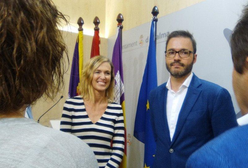 La directora de Expansión de Melià, María Zarraluqui; y el alcalde Palma, José Hila.