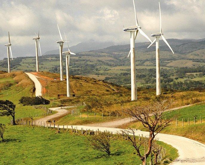 El paisaje del cantón de Tilarán es la zona con los mayores parques eólicos del país.