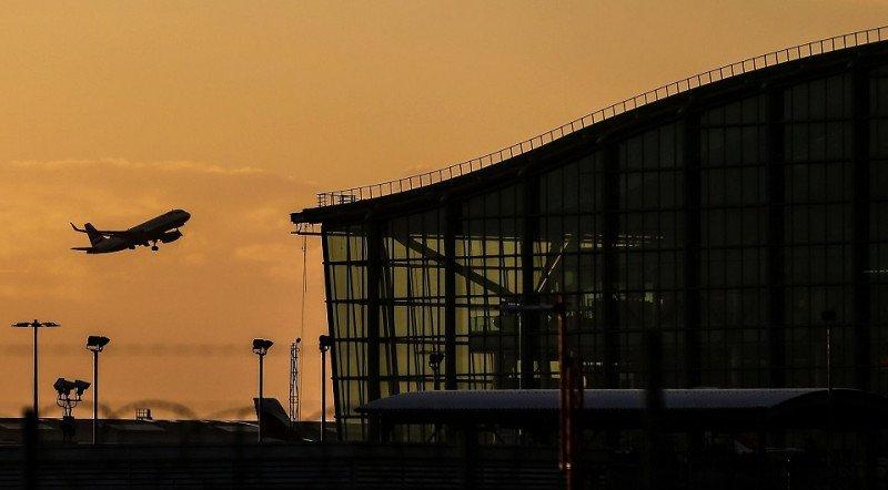 La tercera pista de Londres-Heathrow va, pese a la resistencia
