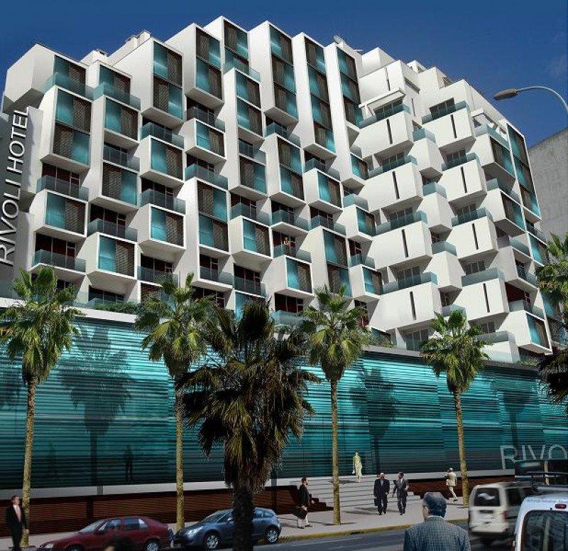 El hotel Rivoli se encuentra ubicado junto al principal eje de comunicación de Casablanca.