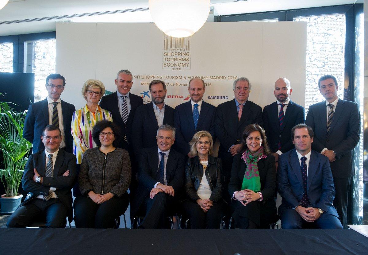 El comité organizador del Summit Shopping, presidido por Juan Antonio Samaranch (sentado, tercero por la izquierda).