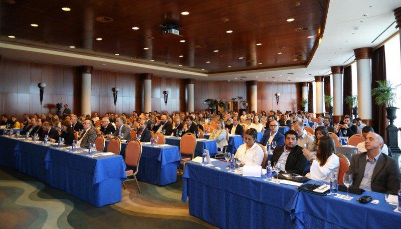 Unos 200 directivos y profesionales del sector turístico asistieron a la jornada.