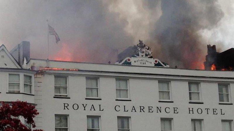 El hotel más antiguo de Inglaterra se derrumba por un incendio