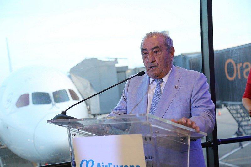 Juan José Hidalgo en el aeropuerto de Santo Domingo, tras el primer vuelo de Air Europa entre Madrid y la capital dominicana.