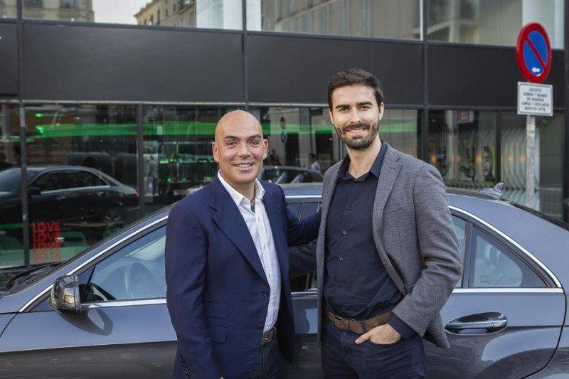 Kike Sarasola junto con Carles Lloret, director general de Uber para el sur de Europa (dcha), en la presentación del nuevo servicio.