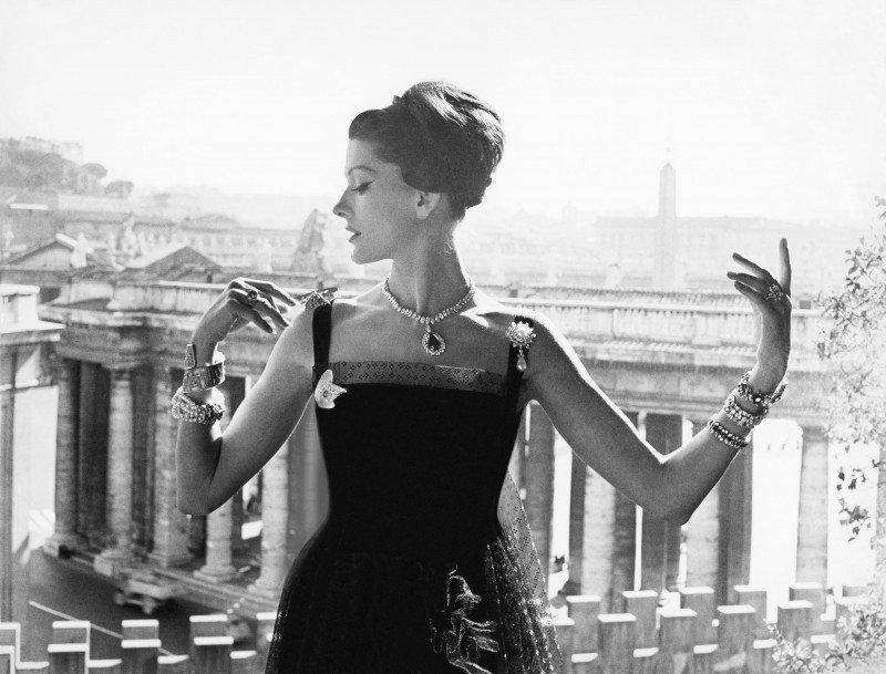 Picture by Guy Bourdin, Vogue Paris 1961 © Estate of Guy Bourdin, 2016.