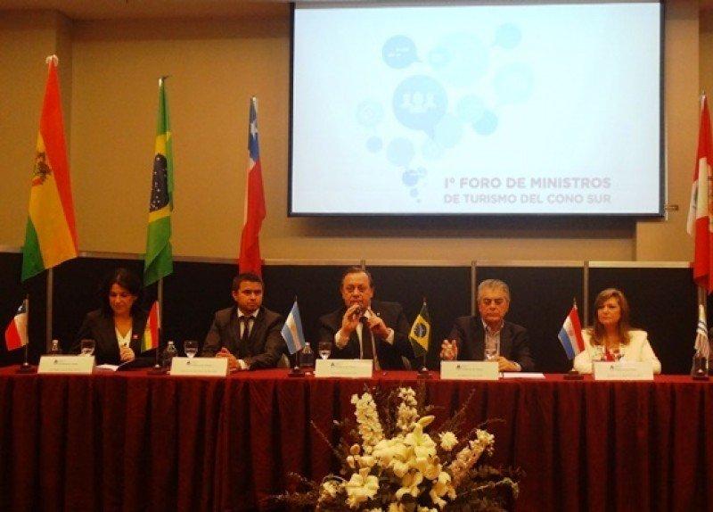 Ministros anuncian la declaración del Cono Sur turístico.
