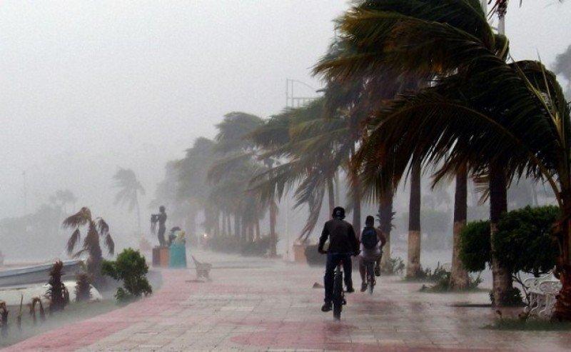 Huracán Matthew afecta vuelos y cruceros en el Caribe