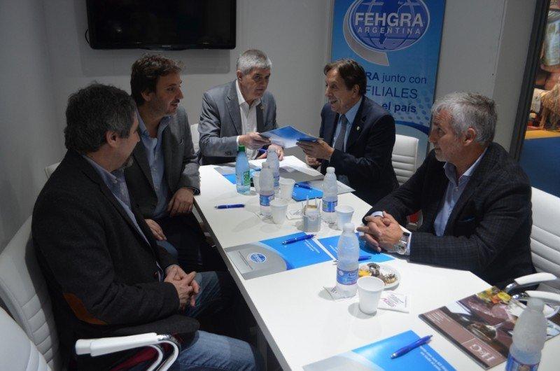 FEHGRA y CFT se unen contra la informalidad en hoteles y restaurantes