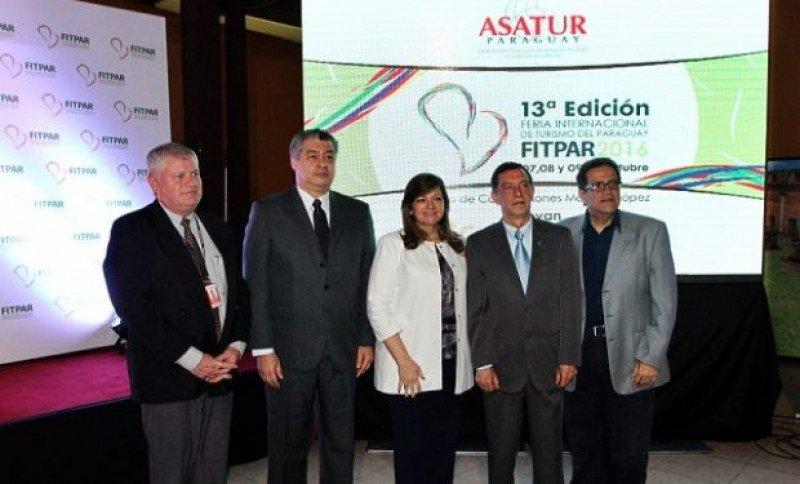 Autoridades en el lanzamiento de la FITPAR 2016.
