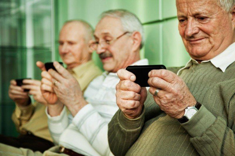 El viajero senior prefiere el móvil