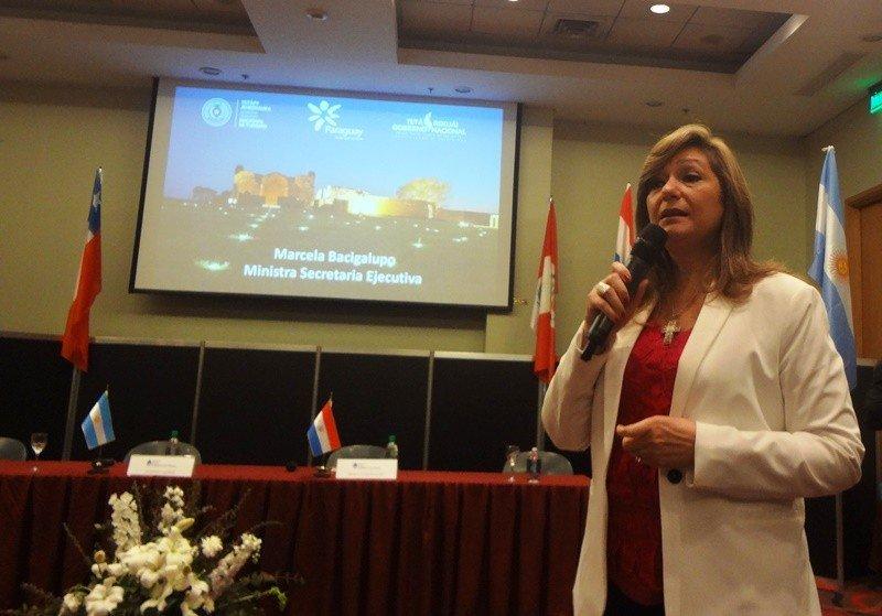 La ministra Marcela Bacigalupo presentó el circuito multidestino en la FIT de Buenos Aires.