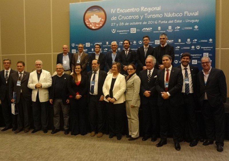 Expositores en el cierre del IV Encuentro Regional de Cruceros.