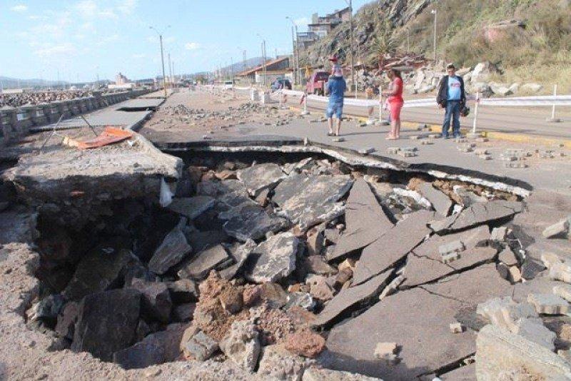 La rambla de Punta Fría, en Piriápolis, requiere una reparación urgente y profunda a pocas semanas de comenzar la temporada. Foto: La Prensa.