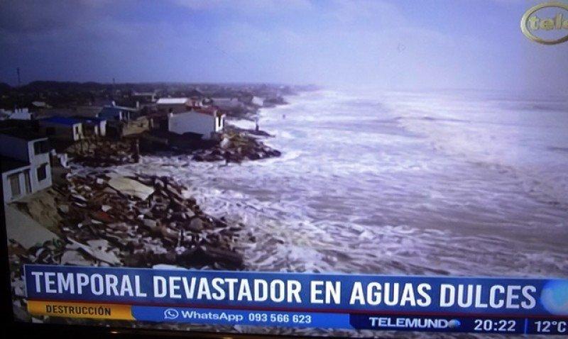 En Aguas Dulces fueron destruidas más de 30 casas. Foto: captura Telemundo.