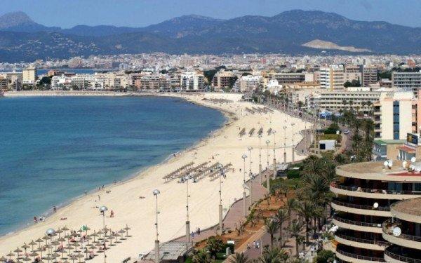Imagen Mallorca aprueba un techo de 430.000 plazas turísticas, el 26% en viviendas