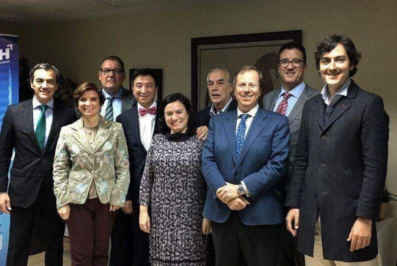 De izq. a dcha, José Ángel Preciados (Ilunion), Ana María Camps (CEHAT), Joan Molas (CEHAT), Manuel López (InterMundial), Vivi Hinojosa (Hosteltur), Valentín Ugalde (CEHAT), Ramón Estalella (CEHAT), Javier del Nogal (Tourism and Law) y Raúl Jiménez (Minube). Ricardo Fernández (Destinia) y Esther Eiros (Onda Cero) emitieron su voto por correo.