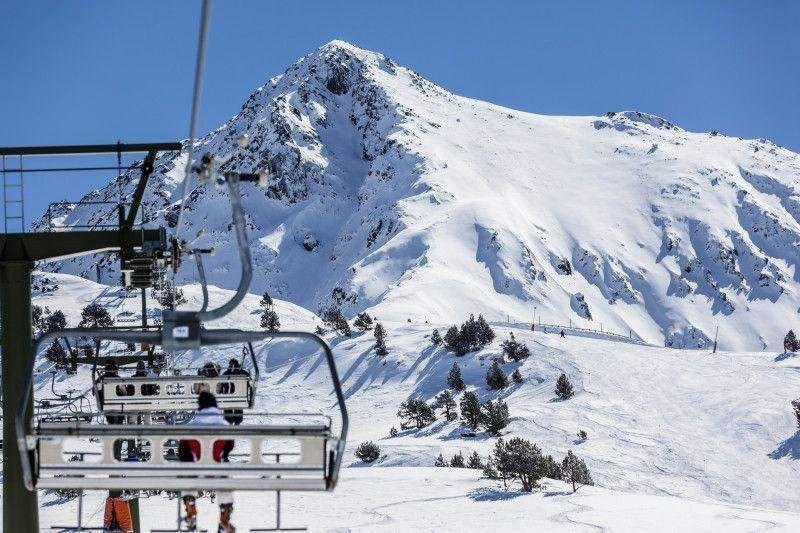 Las estaciones de esquí, como Baqueira Beret -en la imagen-, esperan iniciar la temporada a finales de mes.