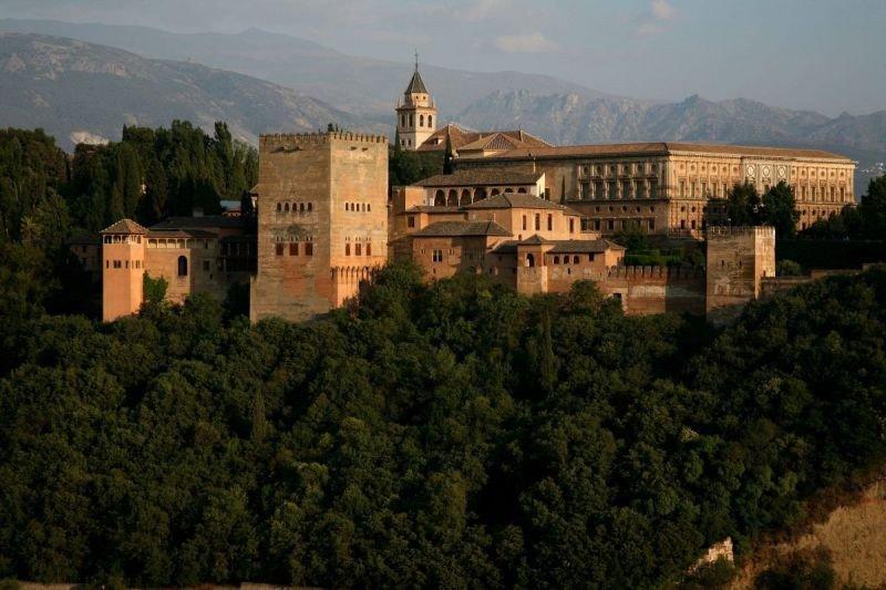La jornada pretende consolidar Granada como destino turístico.