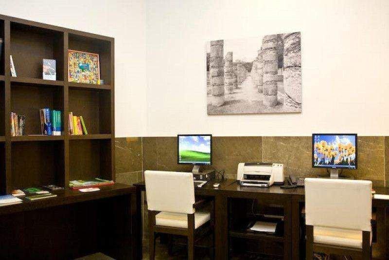 Contar con ordenadores en recepción deja de ser obligatorio. Foto: Hotel Molina Larios.