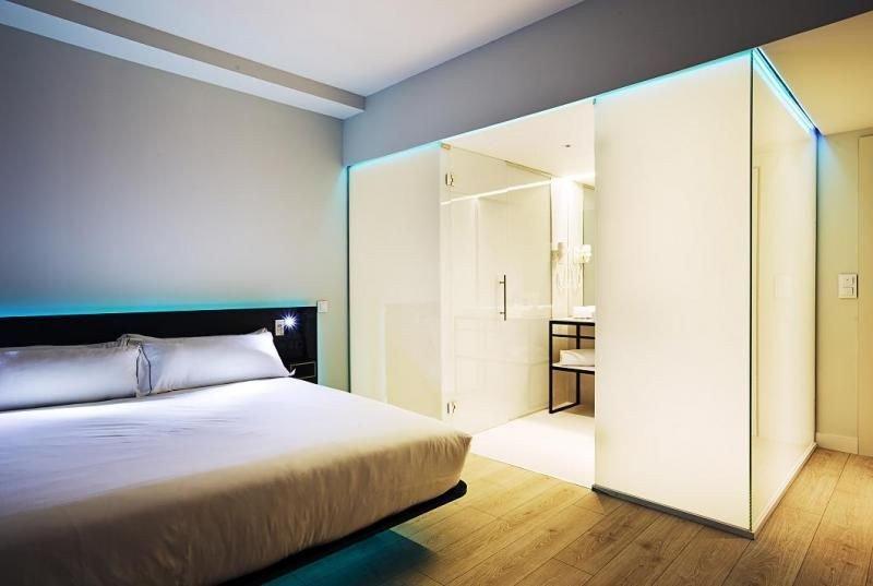 Sus 74 habitaciones, así como sus zonas comunes y terraza, han sido diseñadas para generar nuevas experiencias en el cliente.