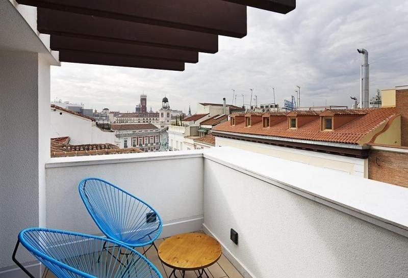 El nuevo establecimiento disfruta de una inmejorable ubicación en la céntrica calle Montera, a escasos metros de la Puerta del Sol y de la Gran Vía.