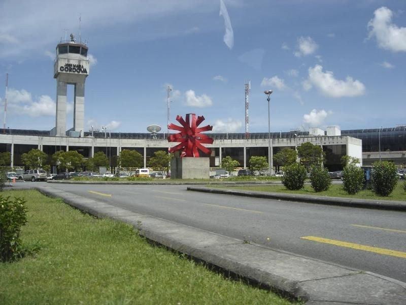 El Aeropuerto Internacional José María Córdova ha comunicado que hay supervivientes.