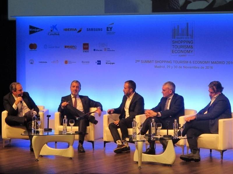 Mesa redonda dedicada a las 'Grandes ciudades y políticas impulsoras en materia turística de calidad'.
