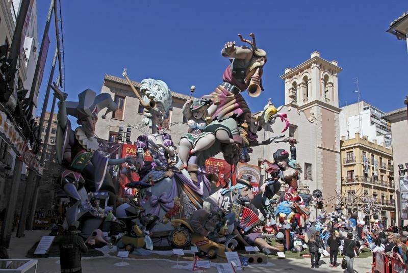 Las Fallas se celebran en marzo, coincidiendo con el día de San José.