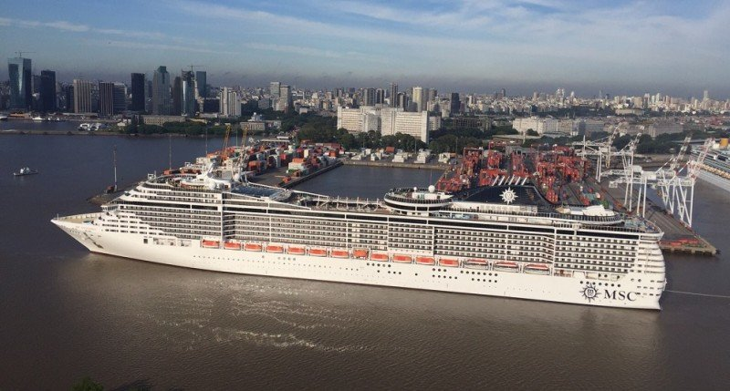 El MSC Splendida en el puerto de Buenos Aires en diciembre de 2015, el barco de mayor porte que ha operado en la región.