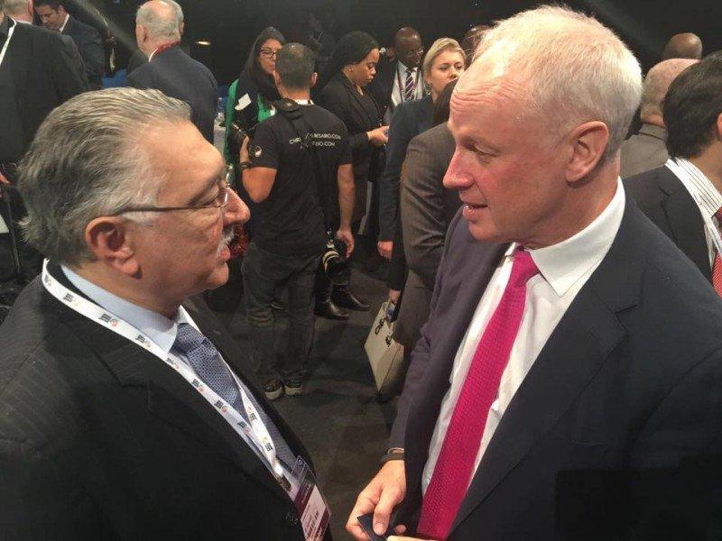 El ministro de Turismo de El Salvador, José Napoleón Duarte, junto a David Scowsill, presidente del Consejo Mundial de Turismo.
