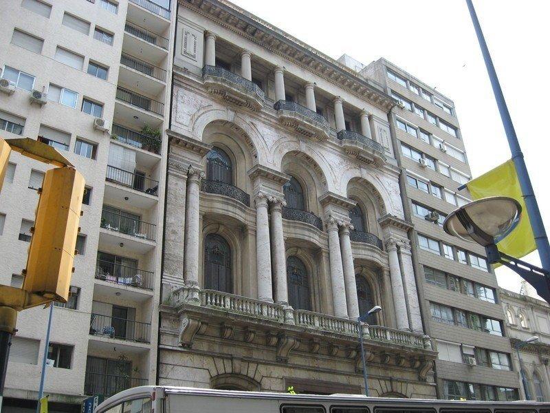 El edificio patrimonial está en 18 de Julio y Andes, a una cuadra de la Plaza Independencia.