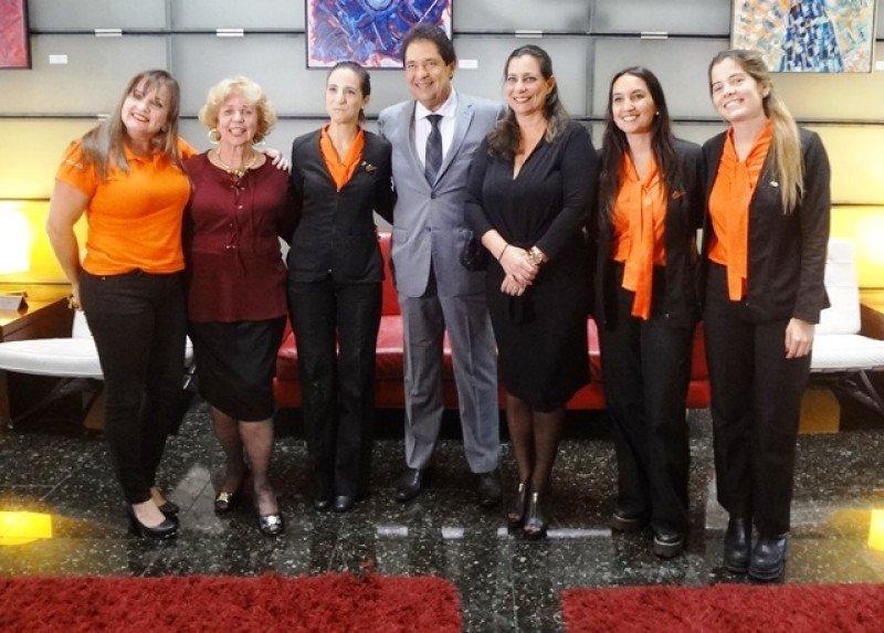 El secretario de Turismo de Bahia con el equipo de GOL en Montevideo.
