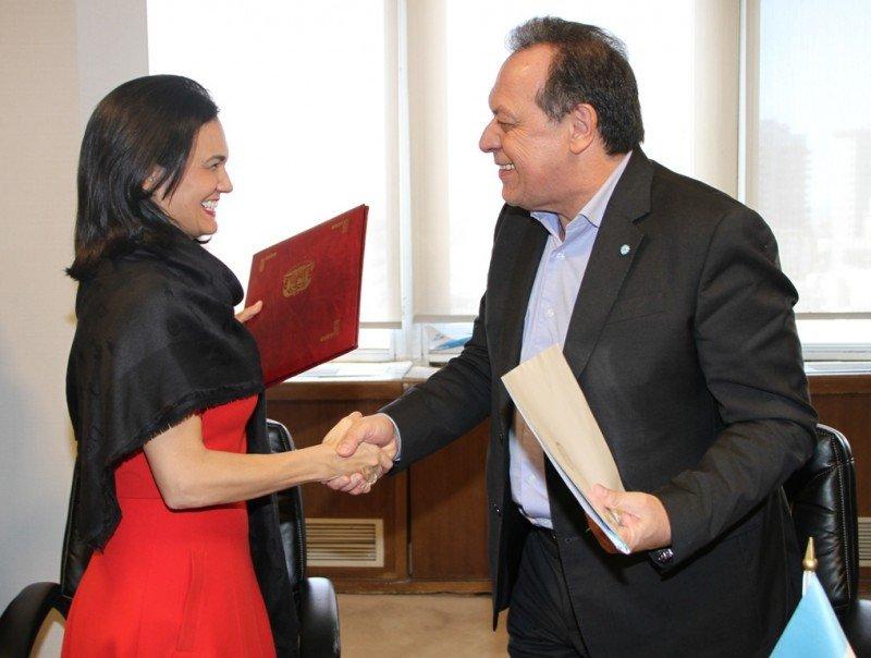 Isabel de Saint Malo de Alvarado, Ministra de Relaciones Exteriores de Panamá y Gustavo Santos, Ministro de Turismo de Argentina,