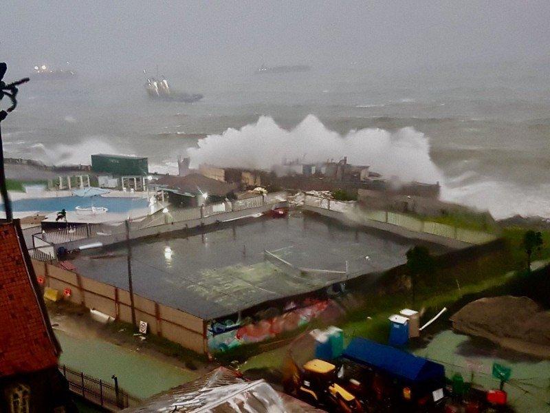 Efectos de Otto en la costa de Panamá, donde golpeó como huracán categoría 1.