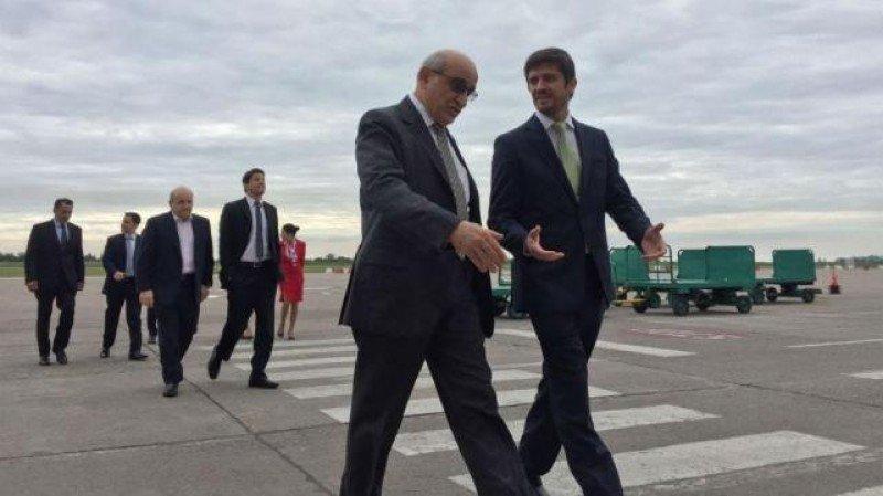 Sebastián Giobellina recibió a German Efromovich en el Aeropuerto de Tucumán.