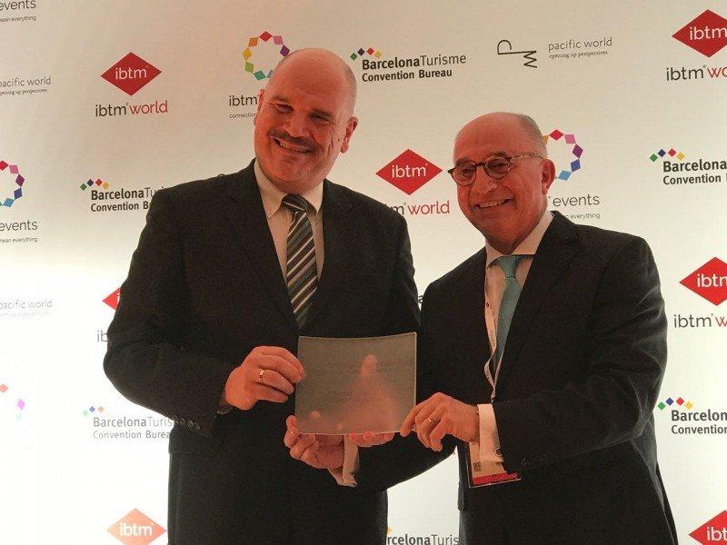 Industria de reuniones premió a Arnaldo Nardone en la feria IBTM de Barcelona.