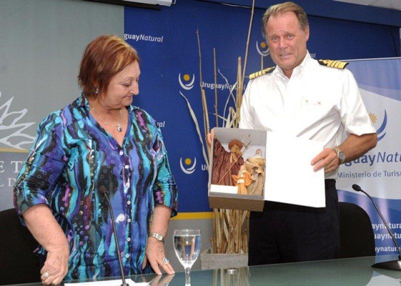 Capitán del Seabourn Quest estuvo en el lanzamiento de temporada de cruceros en Montevideo.