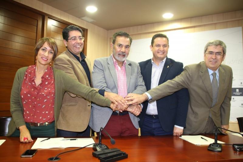 Los alcaldes de los cinco ayuntamientos: Onalia Bueno, José Miguel Rodríguez Fraga, José Julián Mena, Pedro Martín y Marco Aurelio Pérez.